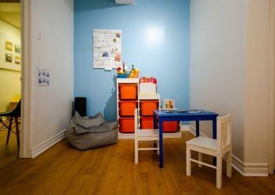 Salle d'attente côté enfants de la clinique d'orthopédagogie Myriam Gagnon située à Montréal